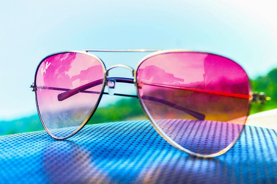 La teinte des lunettes de soleil : faire le choix adéquat.