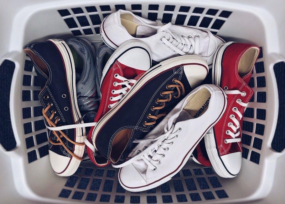 Les méthodes tendance de porter les lacets de chaussures pour être à la mode!