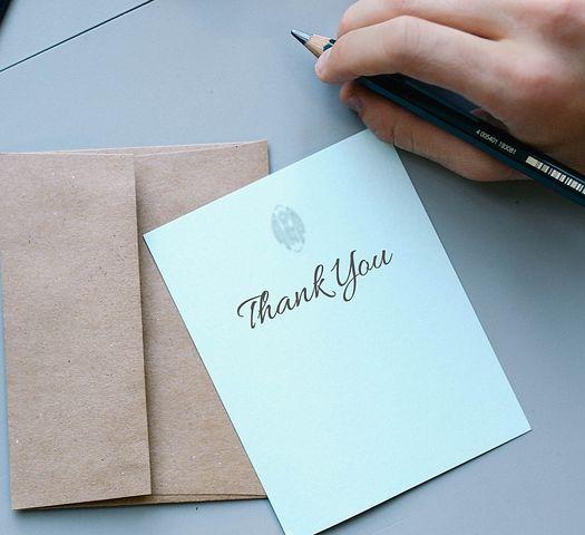 Remercier les proches et amis qui ont assisté aux funérailles d'un être cher