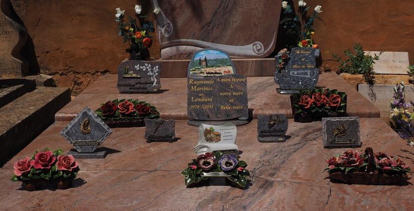 La plaque funéraire personnalisée, pour la mémoire du défunt