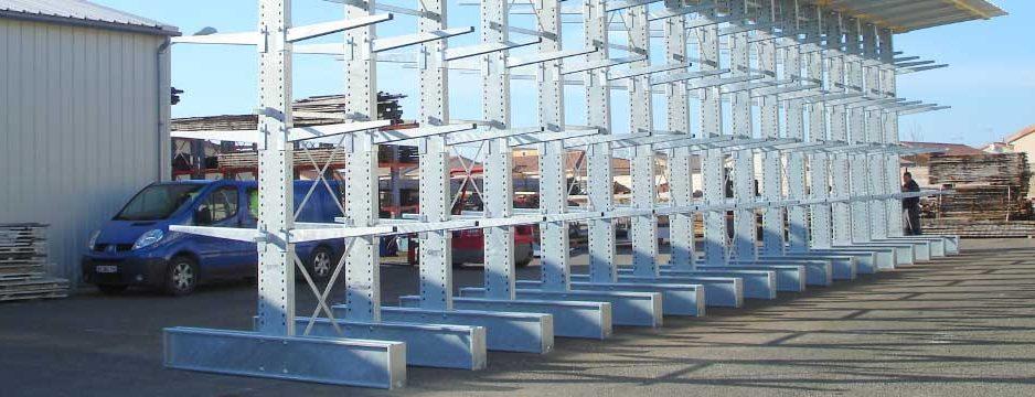 Le cantilever : une solution de stockage idéale pour les charges longues, lourdes et encombrantes