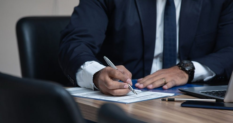 Que fait un avocat qui travaille en droit public ?